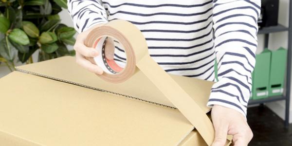 スナップウィスキーのラッピング・梱包は当店スタッフが丁寧に手作業で行っております